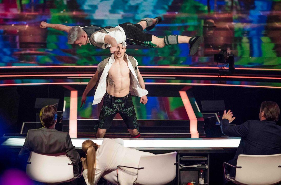 """""""It's Showtime"""": Michelle Hunziker (vorne M.), Michael Bully Herbig (vorne l.) und Sasha (vorne r.) suchen die Besten der Besten. Doch kann diese Ac... - Bildquelle: Benedikt Müller SAT.1"""