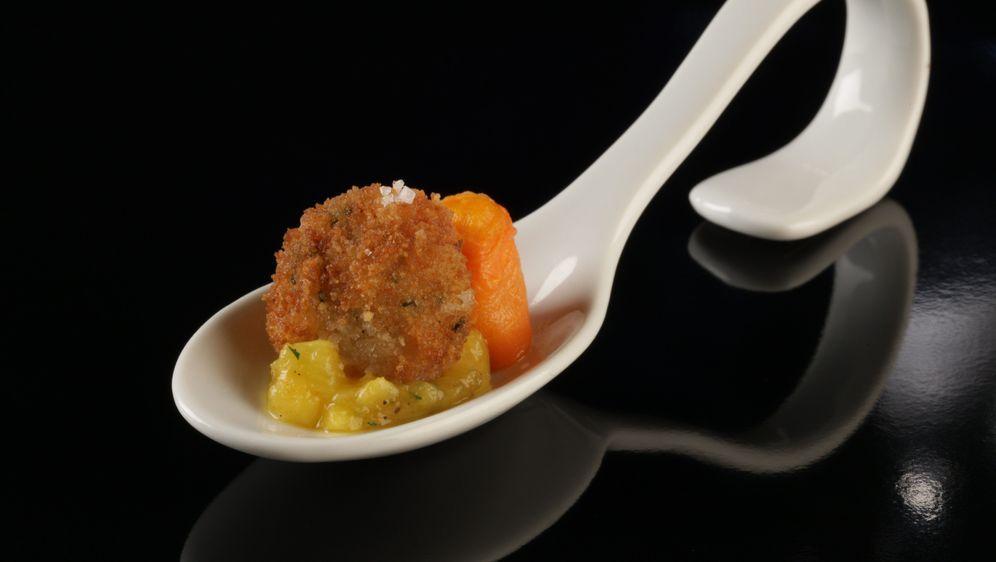 Garnelenpraline mit Mango-Chili-Salsa und fruchtigem Möhrenpüree