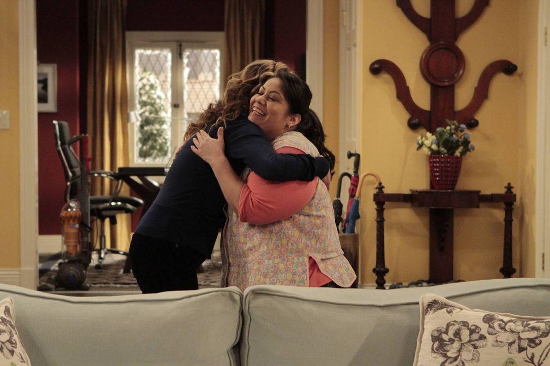 Weil ihr Mann sie im Haus kein bisschen unterstützt und Vanessa (Nancy Travis, l.) es leid ist, alles alleine zu machen, stellt sie kurzerhand Haush... - Bildquelle: 2011 Twentieth Century Fox Film Corporation
