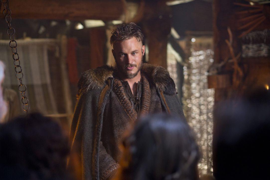 Ragnar (Travis Fimmel) verfolgt konsequent sein Ziel und hintergeht dabei sogar den Herrscher Earl Haraldson ... - Bildquelle: 2013 TM TELEVISION PRODUCTIONS LIMITED/T5 VIKINGS PRODUCTIONS INC. ALL RIGHTS RESERVED.