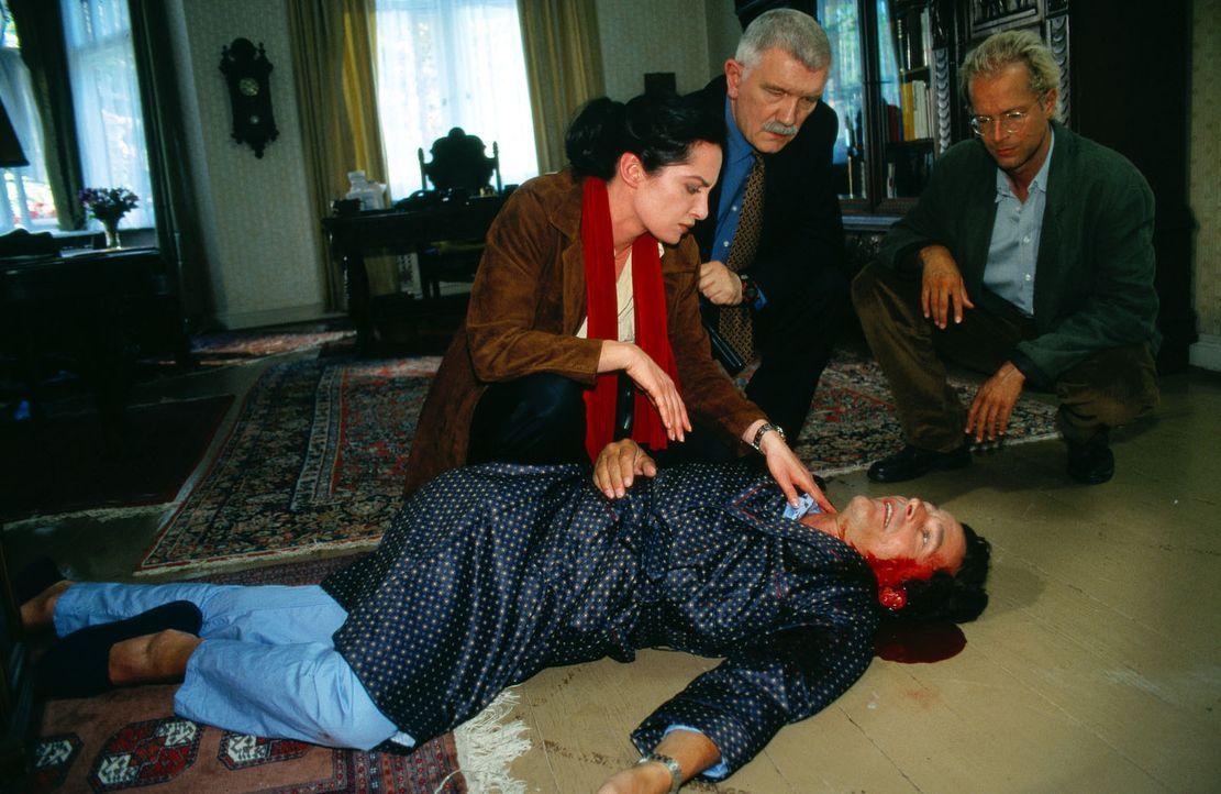 Trotz intensivster Vorsichtsmaßnahmen müssen BKA-Agentin Nicola Helling (Natalia Wörner, l.), BKA-Psychologe Roth (Jochen Horst, r.) und Koordinator... - Bildquelle: Grabka Sat.1