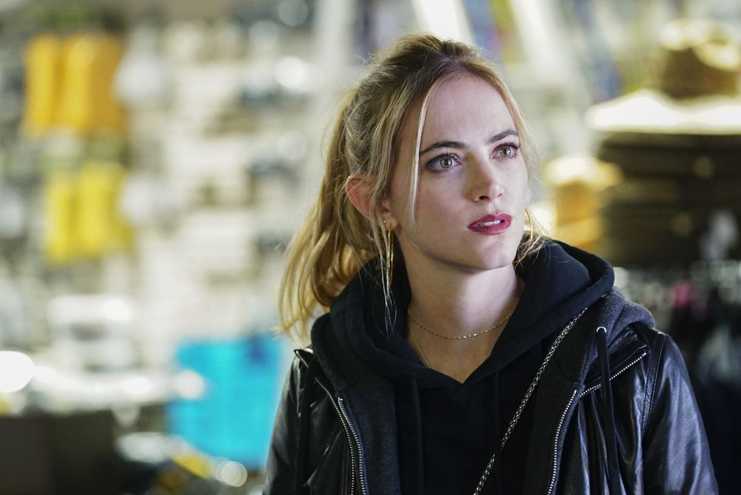 Muss sich in ihrer Undercover-Rolle einem gefährlichen Loyalitätstest unterziehen: Ellie Bishop (Emily Wickersham) ... - Bildquelle: Monty Brinton 2017 CBS Broadcasting, Inc. All Rights Reserved.