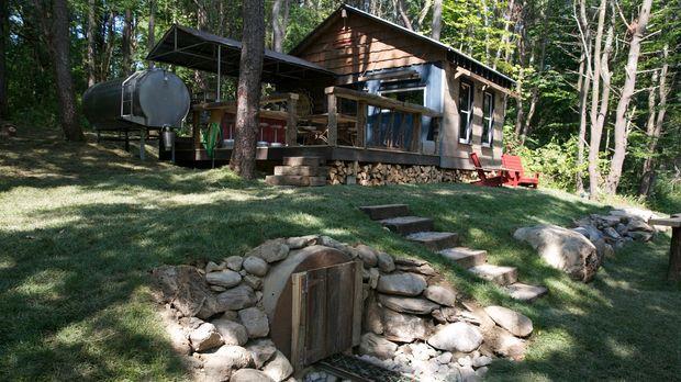 Eine ganz besondere Waldhütte: Paulie und sein Team bauen mitten im Wald eine...