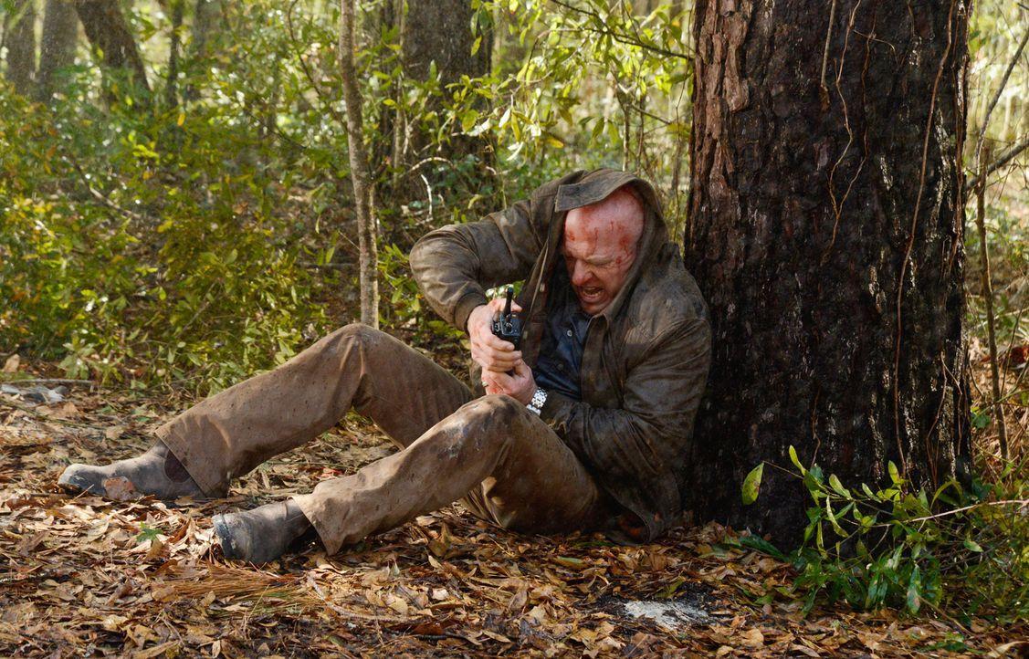 Kann sich Big Jim (Dean Norris) vor dem giftigen Regen in Sicherheit bringen? - Bildquelle: Brownie Harris 2014 CBS Broadcasting Inc. All Rights Reserved.