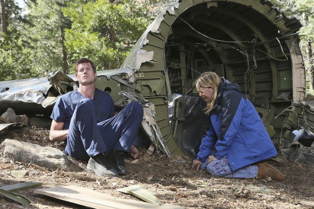 Müssen mit den Verlust eines geliebten Menschen zurechtkommen: Mark (Eric Dane, l.) und Meredith (Ellen Pompeo, r.) ... - Bildquelle: Touchstone Television