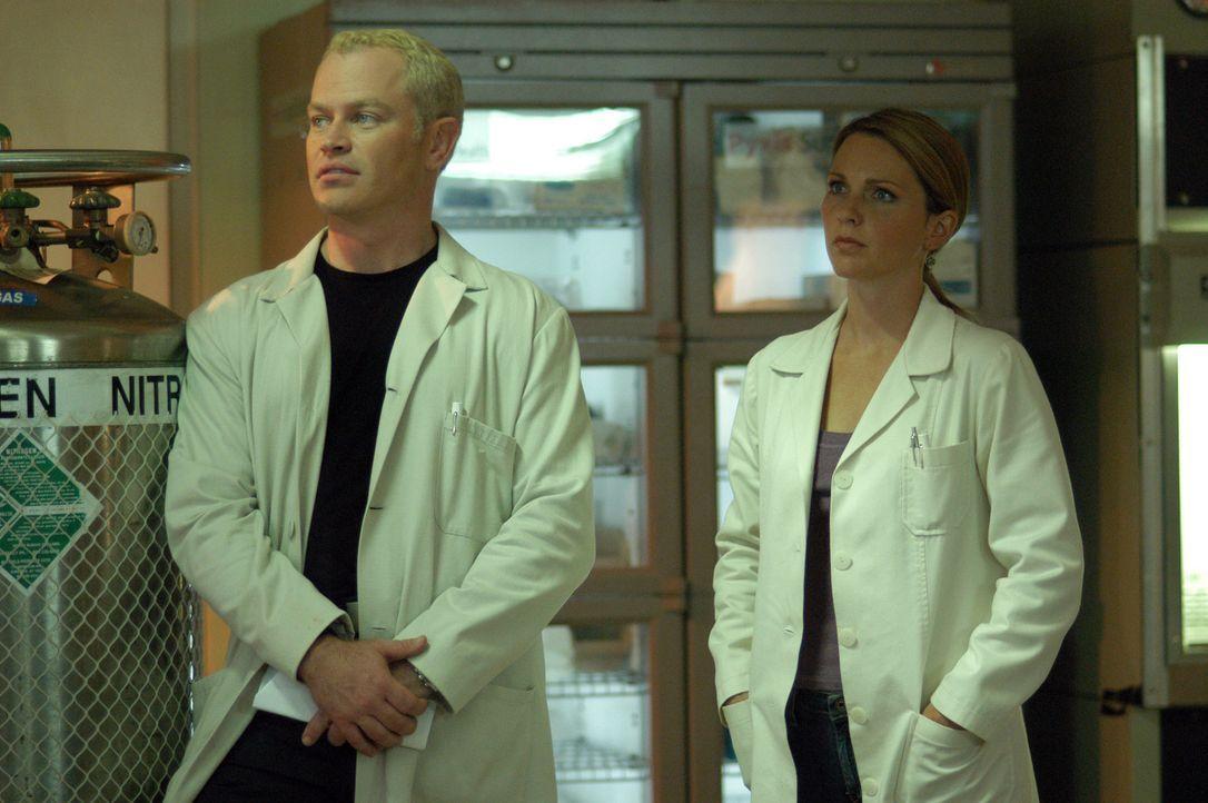 Nachdem zwei junge Studenten nach einem Footballspiel einen epileptischen Anfall bekommen und dann ins Koma gefallen sind, werden Dr. Stephen Connor... - Bildquelle: CBS Television