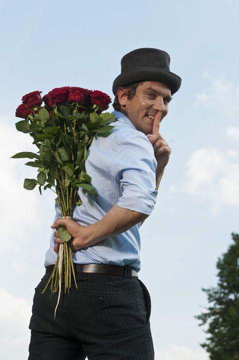 """Peer Kusmagk hilft verzweifelten Singles auf die Sprünge. Der Aushilfsamor verkuppelt in der neuen """"taff""""-Serie """"Amor am Limit"""" einsame Herzen, die... - Bildquelle: ProSieben"""