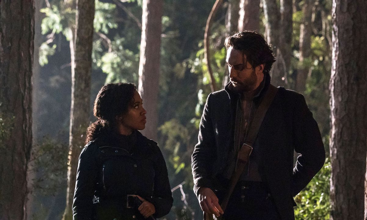 Haben eine stärkere Verbindung, als sie je geglaubt hätten: Abbie (Nicole Beharie, l.) und Crane (Tom Mison, r.) ... - Bildquelle: 2015-2016 Fox and its related entities.  All rights reserved.