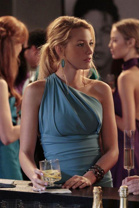 Während Blair aus der Auswahl ihrer Brautjungfern für ihre bevorstehende Hochzeit mit Prinz Louis einen Wettbewerb macht, muss sich Serena (Blake Li... - Bildquelle: Warner Bros. Television