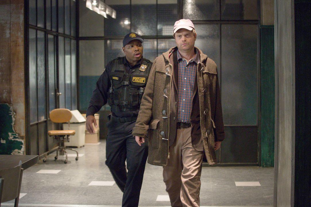 Officer Moto (Page Kennedy, l.) steht Backstrom (Rainn Wilson, r.) zur Seite, wenn bei diesem die physischen Kräfte versagen ... - Bildquelle: 2015 Fox and its related entities. All rights reserved.