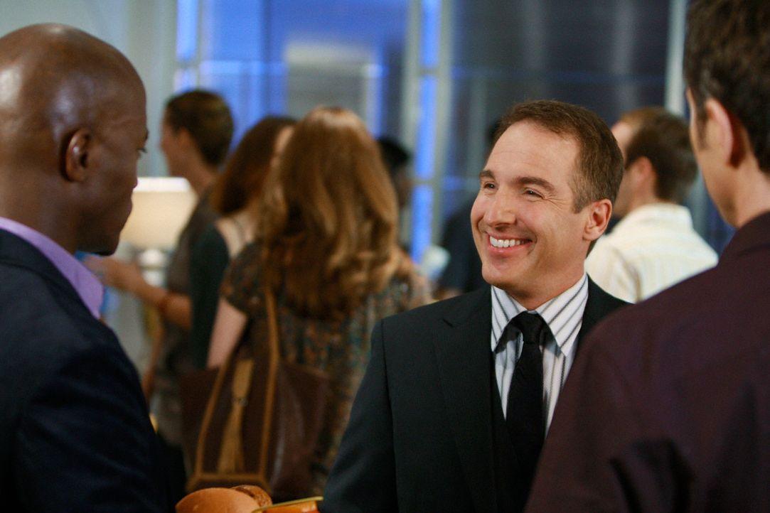 Auf der Einweihungsparty von Charlottes Praxis treffen Sam (Taye Diggs, l.) und Pete (Tim Daly, r.) auf Dr. Sheldon Wallace (Brian Benben, M.), der... - Bildquelle: ABC Studios