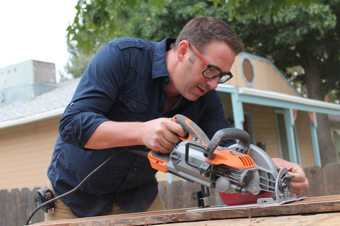 (12. Staffel) - Bauunternehmer Josh Temple sucht in Baumärkten nach Heimwerkern, die Hilfe benötigen. Wer Joshs Hilfe annimmt, erhält innerhalb von... - Bildquelle: 2015, DIY Network/Scripps Networks, LLC. All Rights Reserved.