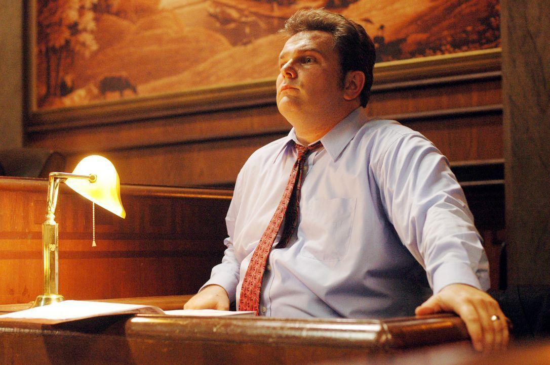 Det. Nick Vera (Jeremy Ratchford) im Zeugenstand ... - Bildquelle: Warner Bros. Television