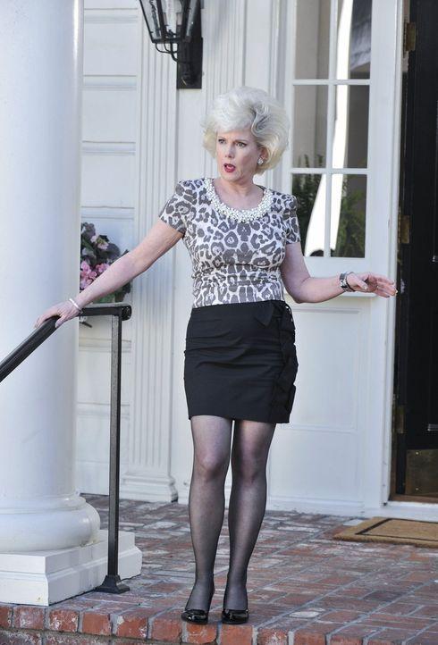 Ist von Dallas' Besuch überrascht: Emmaline (Julia Duffy) ... - Bildquelle: Warner Brothers