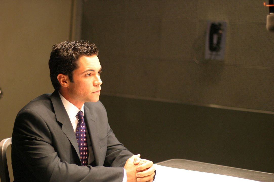 Der aktuelle Fall bereitet Det. Scotty Valens (Daniel Pino) Kopfzerbrechen ... - Bildquelle: Warner Bros. Television