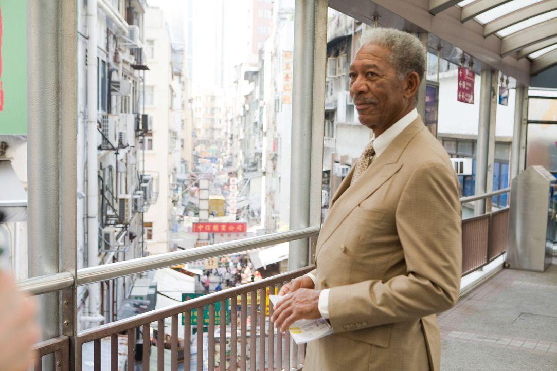 Lucius Fox (Morgan Freeman) muss dieses Mal bis nach Hongkong reisen, um seinem Schützling beistehen zu können ... - Bildquelle: Warner Bros.
