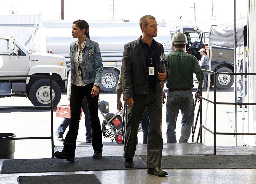 Special Agent G. Callen (Chris O'Donnell, r.) und Special Agent Kensi Blye (Daniela Ruah, l.) ermitteln undercover in einem neuen Mordfall ... - Bildquelle: CBS Studios Inc. All Rights Reserved.
