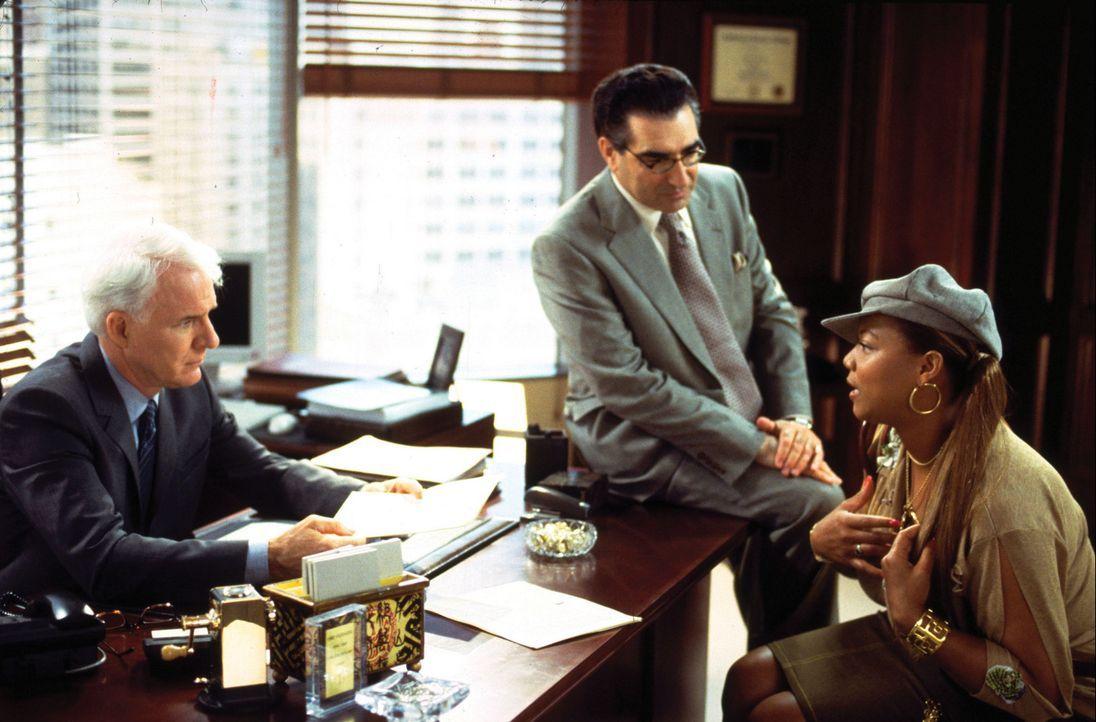 Der erfolgreiche Anwalt Peter Sanderson (Steve Martin, l.) lernt übers Internet Charlene (Queen Latifah, r.) kennen, die sich im Chat als weiße, g... - Bildquelle: Touchstone Pictures