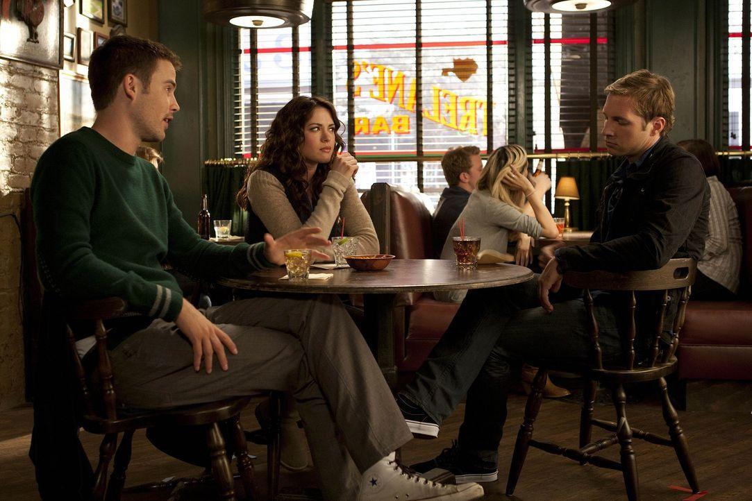 Sind ganz besondere Freunde: Aaron (Zach Cregger, l.), Sara (Danneel Ackles, M.) und Ben (Ryan Hansen, r.) ... - Bildquelle: NBC Universal, Inc.
