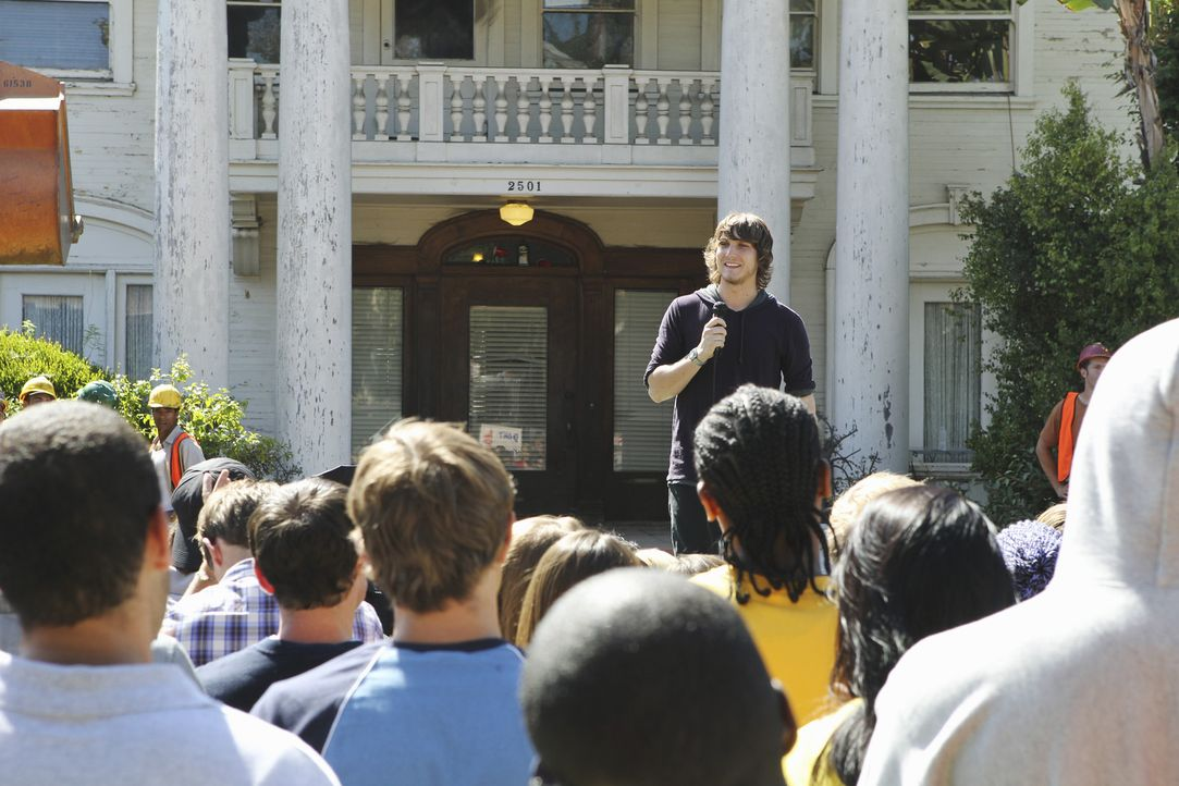Kämpft gegen den Abriss des Kappa Tau Hauses: Cappie (Scott Michael Foster, hinten M.)