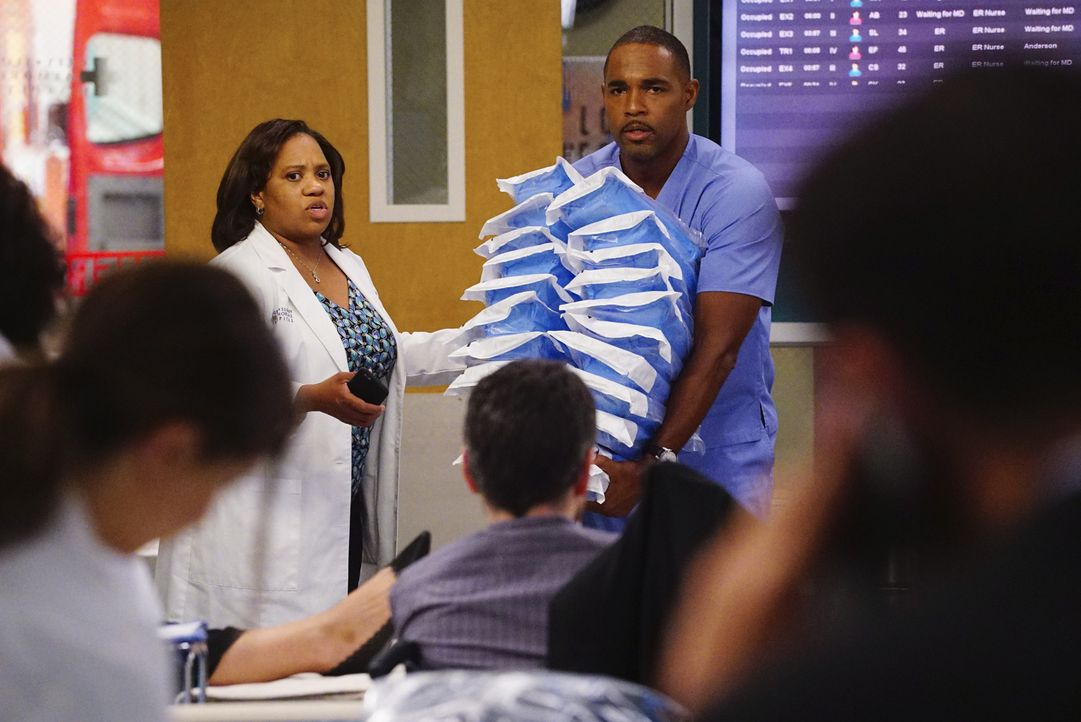 Bailey (Chandra Wilson, l.) und Ben (Jason George, r.) müssen sich mit Erziehungsproblemen rumschlagen ... - Bildquelle: Richard Cartwright 2016 American Broadcasting Companies, Inc. All rights reserved.