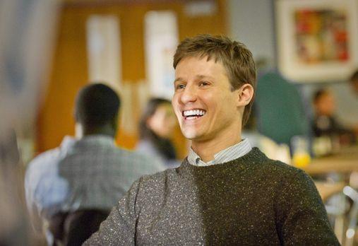 Noch hat Jamie Reagan (Will Estes) gut Lachen ... - Bildquelle: 2011 CBS Broa...