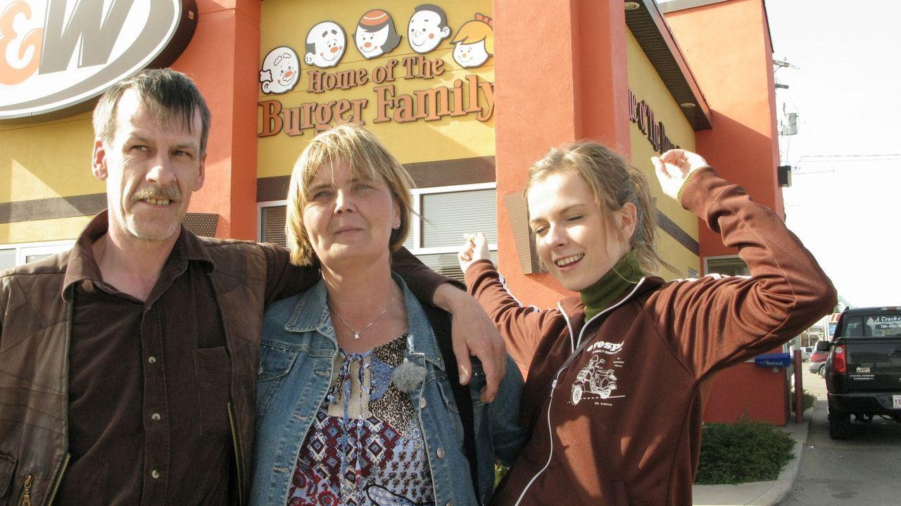 Beim Fernsehschauen hat Familie Burger entschieden nach Kanada auszuwandern. Was andere geschafft haben, können wir auch, sagten sich Michael (l.) S... - Bildquelle: kabel eins