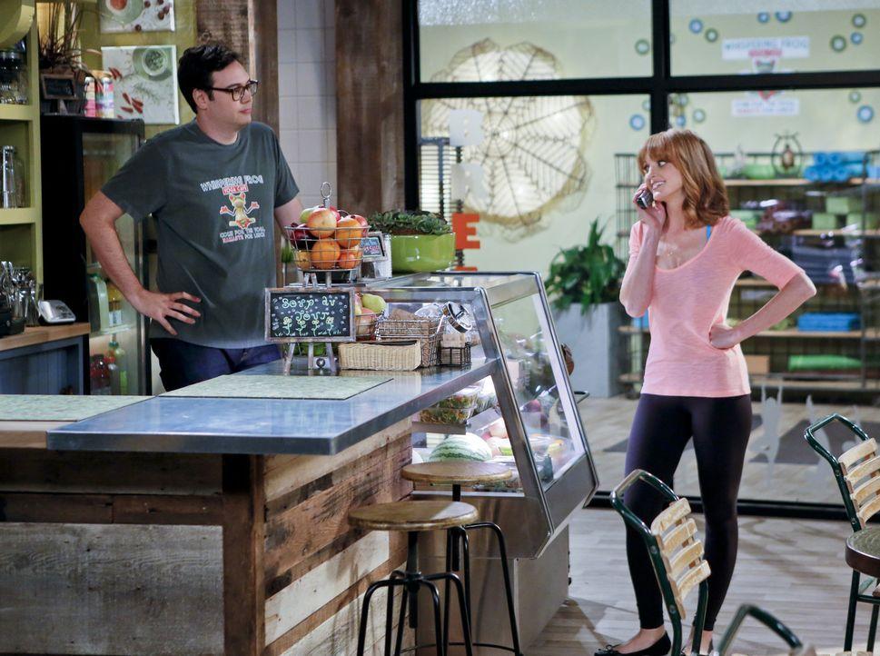 Als Debbie (Jayma Mays, r.) vom Plan ihres Bruders erfährt, ist sie hin und weg. Vielleicht werden ihre Eltern ja doch wieder ein glückliches Ehep... - Bildquelle: 2013 CBS Broadcasting, Inc. All Rights Reserved.