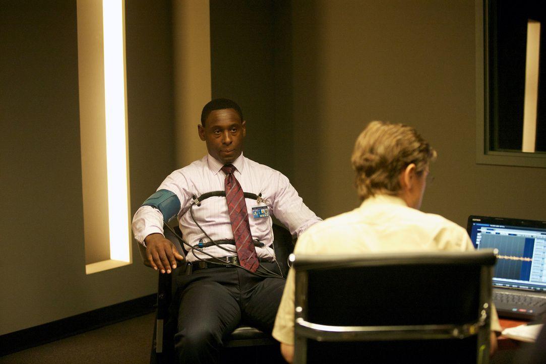 Auch seine Stellung rettet David (David Harewood, l.) nicht vor dem Lügendetektortest ... - Bildquelle: 20th Century Fox International Television
