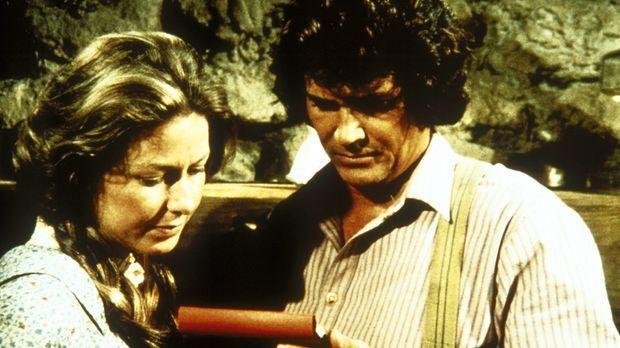 Caroline (Karen Grassle, l.) und Charles (Michael Landon, r.) lesen einen Bri...