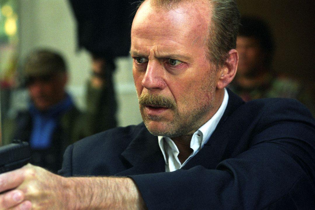 Nachdem auf den Gefangenen Eddie Bunker während des Transports zum Gerichtsgebäude, wo er eine Aussage machen soll, ein Anschlag verübt worden is... - Bildquelle: Nu Image