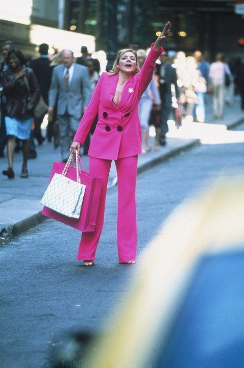 Nach einer ausgiebigen Shopping-Tour will Sam (Kim Cattrall) so schnell wie möglich ein Taxi und in ihre Loft ... - Bildquelle: Paramount Pictures