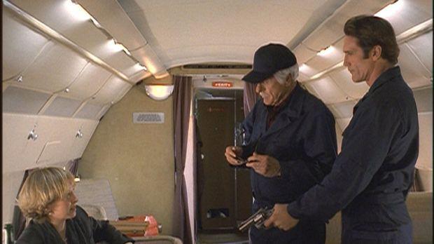 Steve (Barry Van Dyke, r.) und Mark (Dick Van Dyke, M.) verhaften die Privatd...