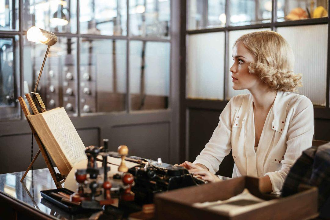 Ist Masha Kampe (Emilia Schüle) diejenige, die sie zu sein scheint oder erwartet Kommissar Lang mal wieder eine große Überraschung? - Bildquelle: Jan Hromadko SAT.1