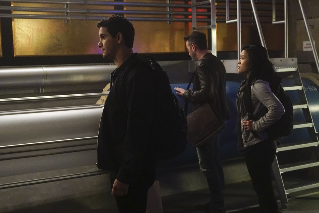 Während ihres neusten Falls verringert sich der IQ von Walter (Elyes Gabel, l.), Toby (Eddie Kaye Thomas, M.) und Happy (Jadyn Wong, r.) plötzlich d... - Bildquelle: Monty Brinton 2018 CBS Broadcasting, Inc. All Rights Reserved