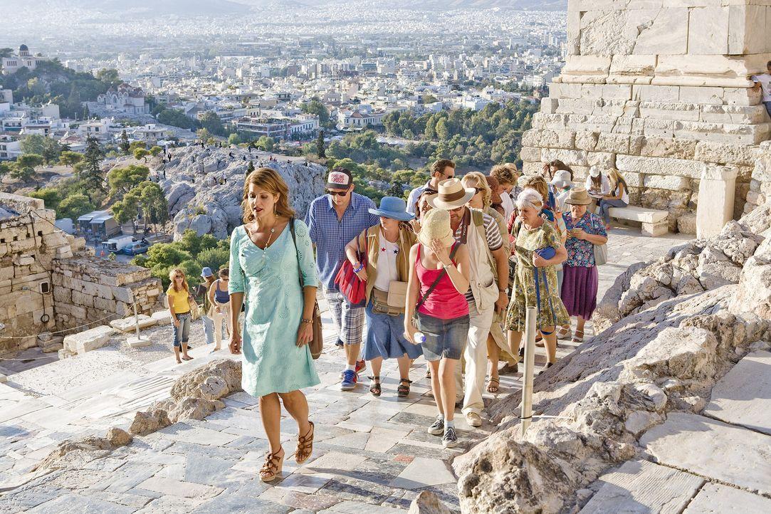 Trotz der körperlichen Anstrengungen kann Georgia (Nia Vardalos, M.) ihre Gruppe motivieren mehr Sehenswürdigkeiten zu besuchen... - Bildquelle: 2008 My Life In Ruins, LLC All Rights Reserved