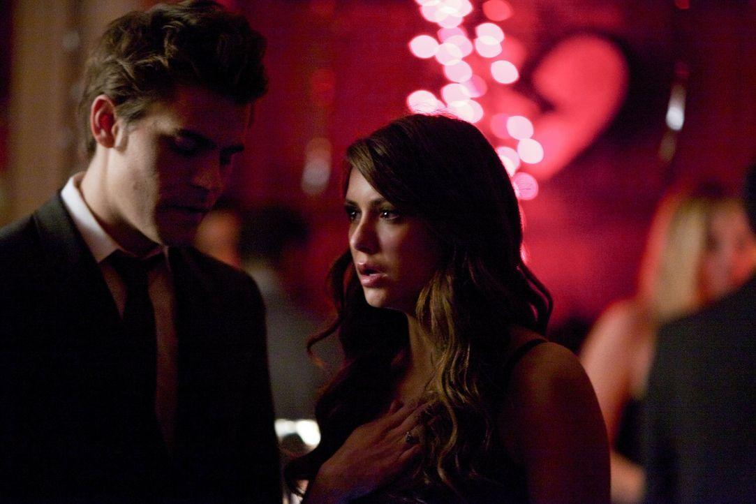 Als Elena möchte Katherine (Nina Dobrev, r.) ihre wahre große Liebe Stefan (Paul Wesley, l.) zurückerobern ... - Bildquelle: Warner Brothers