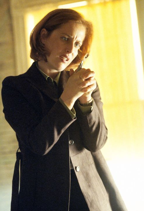 In Dallas geht eine Bombendrohung ein. Die FBI-Agentin Dana Scully (Gillian Anderson), die früher die X-Akten bearbeitet hat, untersucht den Fall. - Bildquelle: Twentieth Century-Fox Film Corporation