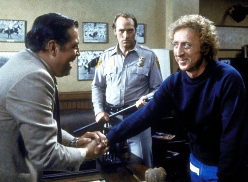 Zur großen Freude des Gefängnisdirektors entpuppt sich Skip (Gene Wilder, r.) als ausgezeichneter Rodeoreiter. - Bildquelle: Columbia Pictures Corporation