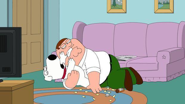 Weil er zu viel trinkt, soll Brian (l.) Tabletten nehmen. Doch Peter (r.) kan...