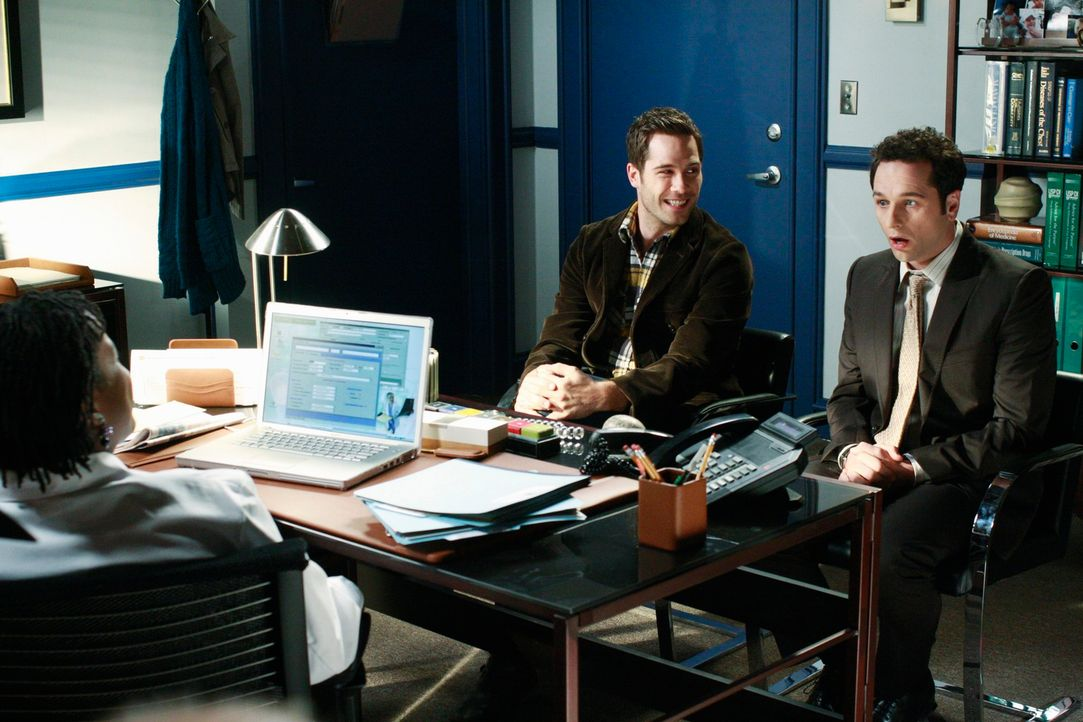 Von Dr. Cortez (Michael Hyatt, l.) bekommen Scotty (Luke Macfarlane, M.) und Kevin (Matthew Rhys, r.) eine positive Nachricht ... - Bildquelle: 2009 American Broadcasting Companies, Inc. All rights reserved.