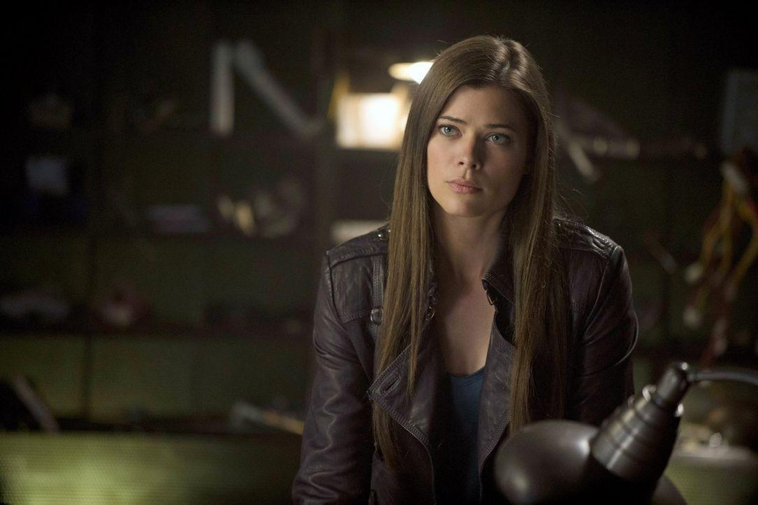 Ausgerechnet zum unpassendsten Moment sorgen ihre telepathischen Fähigkeiten bei Cara (Peyton List) für einige Probleme ... - Bildquelle: Warner Bros. Entertainment, Inc