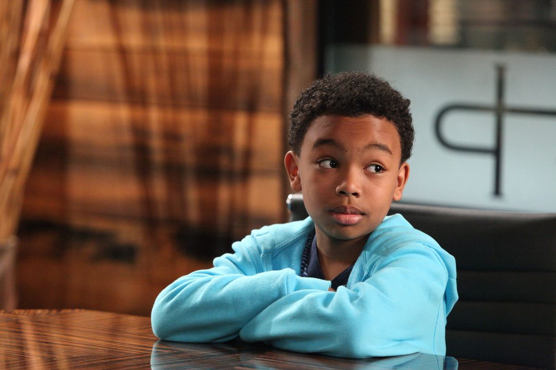 Ohne seiner Mutter etwas zu erzählen, ist Eric (Jaden Harmon) zu Jay Parker gefahren. Ärger ist vorprogrammiert ... - Bildquelle: 2012 Sony Pictures Television Inc. All Rights Reserved.