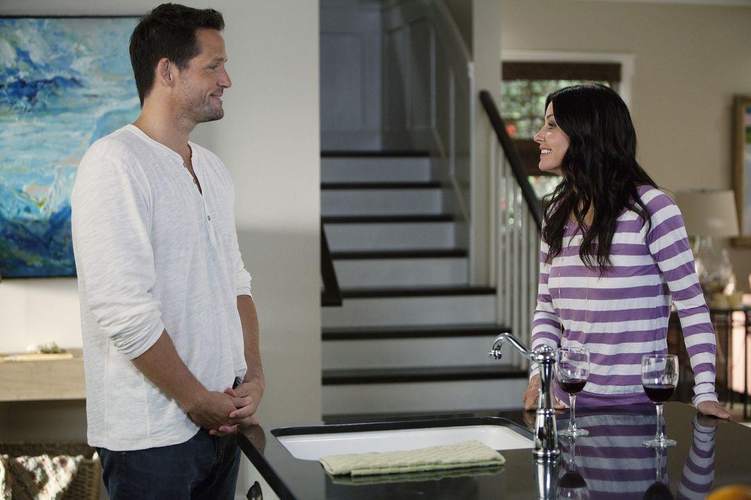 Sind glücklich miteinander: Jules (Courteney Cox, r.) und Grayson (Josh Hopkins, l.) ... - Bildquelle: 2010 ABC INC.