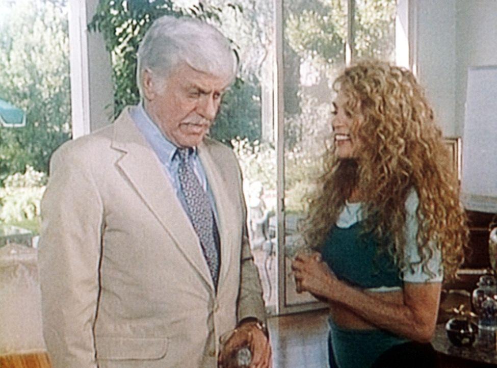 Mark (Dick Van Dyke, l.) versucht, der Mörderin Bonnie (Dyan Cannon, r.), die Tat nachzuweisen. - Bildquelle: Viacom