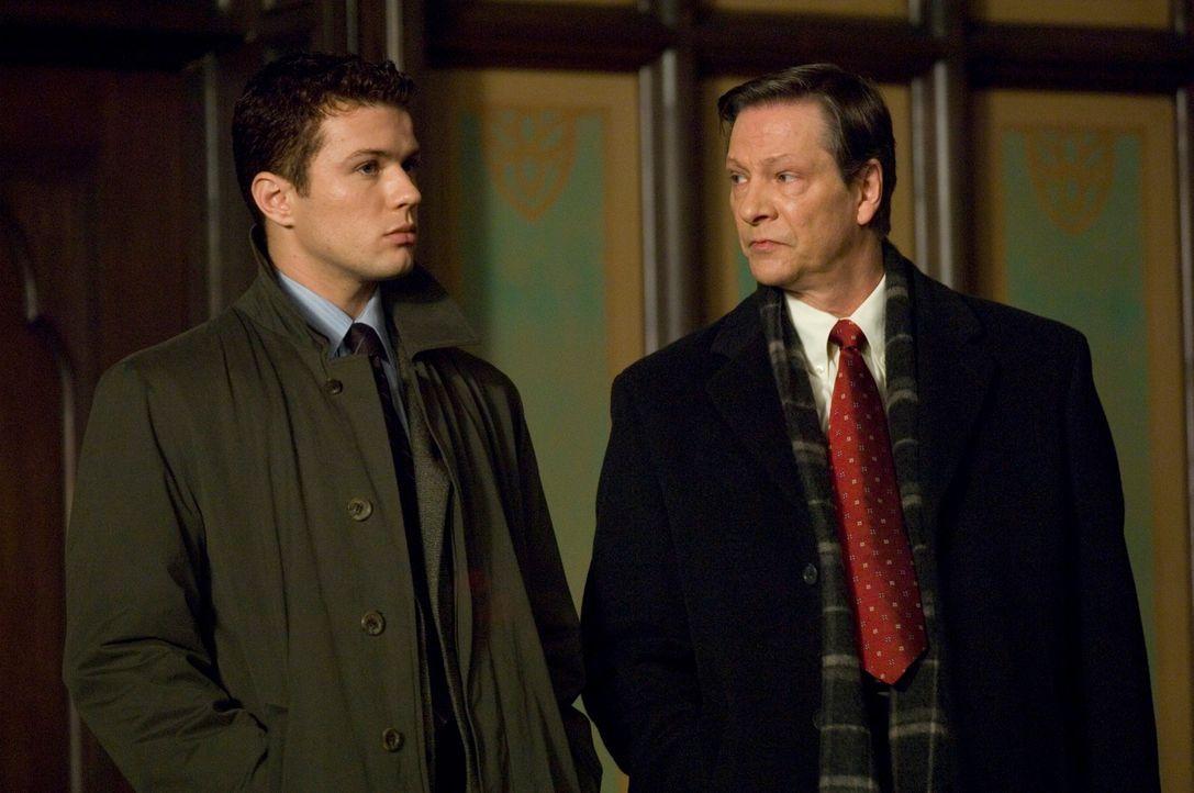 Wird Eric O'Neill (Ryan Phillippe, l.) seinem Vorgesetzten Robert Hanssen (Chris Cooper, r.) auf die Schliche kommen? - Bildquelle: Universal Pictures