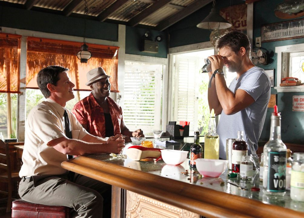 Der Finder (Geoff Stults, r.) und Leo (Michael Clarke Duncan, M.) bekommen den Auftrag, eine junge Frau zu finden, die der verklemmte junge Wissensc... - Bildquelle: 2012 Twentieth Century Fox Film Corporation. All rights reserved.