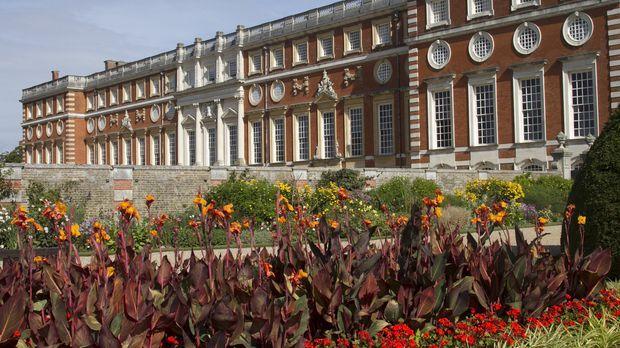In der Nähe von London befindet sich ein mächtiges Schloss mit über 1.000 Zim...