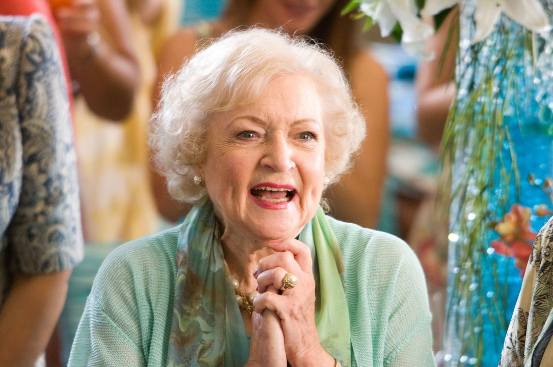 Im Gegensatz zu Marni, freut sich ihre Großmutter Bunny (Betty White) über den Familienzuwachs in Gestalt von Joanna ... - Bildquelle: Mark Fellman Touchstone Pictures.  All rights reserved