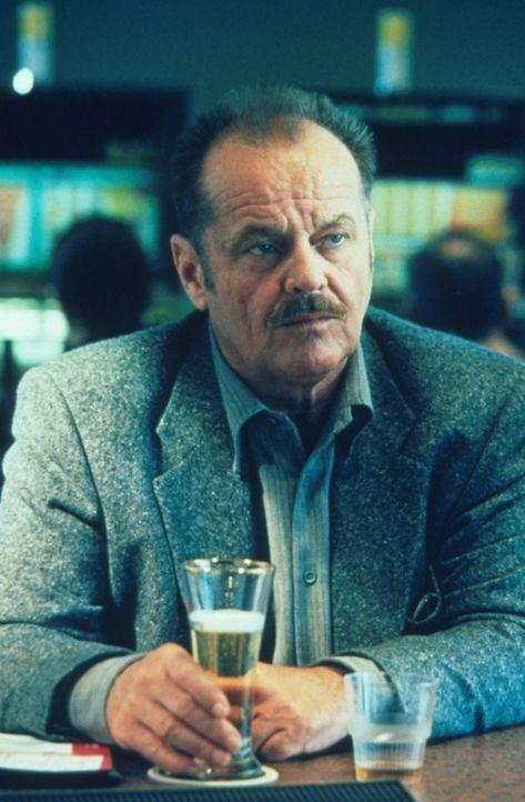 Ein Fall, der selbst dem erfahrenen Detective zu schaffen macht. Jerry Black (Jack Nicholson) schwört, den Mörder des kleinen Mädchens zu finden. - Bildquelle: Warner Bros.